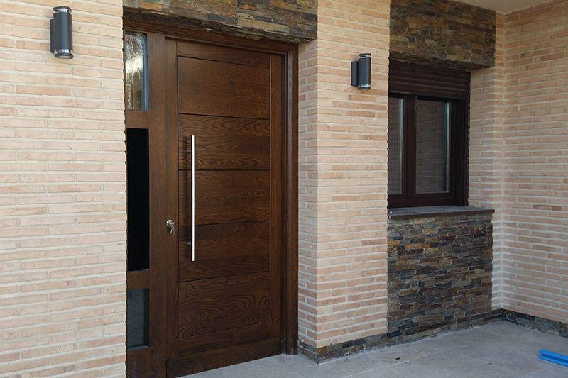 Puertas de madera y lacadas for Puertas de calle de madera
