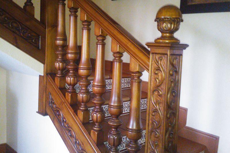 balaustrada talla corredor madera escalera madera moderna