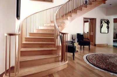Escaleras barandillas y pasamanos de madera en sonseca for Modelos de gradas de madera